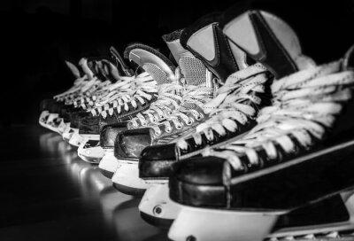 Fototapet Hockeyskridskor uppradade i omklädningsrum