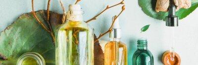 Fototapet Homeopatiska oljor, kosttillskott för tarmhälsa Naturliga kosmetika, oljor för hudvård på en ljus bakgrund.