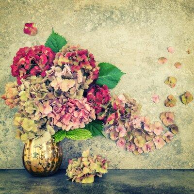 Fototapet Hortensia blommor bukett sten bakgrund vintage tonas