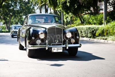 Fototapet HUA HIN - DECEMBER 18: Bentley Continental, 1961 år. Retro bil på Veteranbil Parade 2010 på Sofitel Resort den 18 december, 2010 i Hua Hin, Thailand.