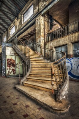 Fototapet Införande trappa inne i hallen av en övergiven kraftverk