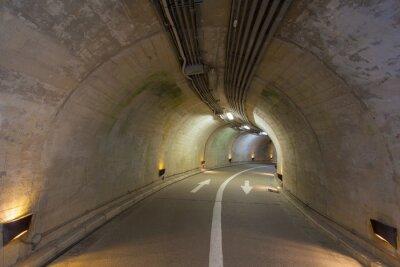 Fototapet Interiör från en urban tunnel på berget utan trafik ..