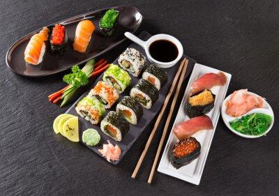 Fototapet Japansk fisk och skaldjur sushi uppsättning