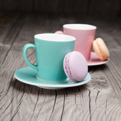 Fototapet Kaffekoppar med franska mandelbiskvier på bordet
