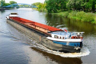 Fototapet Lastfartyg på floden Weser i Nienburg