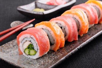 Fototapet Lax och tonfisk sushi rulle