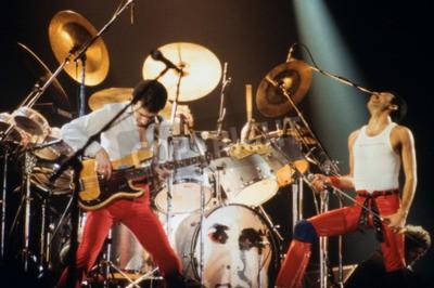 Fototapet Leiden, Nederländerna - NOV 27, 1980: Queen under en konsert i Groenoordhallen i Leiden i Nederländerna