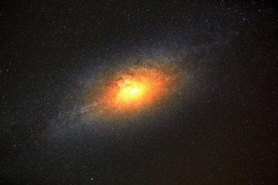 Fototapet Ljusast galax i bakgrunden av mörka himlen med stjärnor