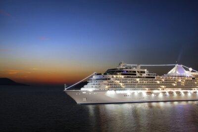 Fototapet Lyxiga kryssningsfartyg seglar till hamn på soluppgången