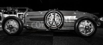 Fototapet Maastricht, Nederländerna - 8 jan 2015: Racing bil Bugatti Type 54, 1931. Svart och vitt. International Exhibition InterClassics & Topmobiel 2015