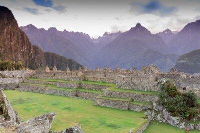 Fototapet Machu Picchu, Cuzco, Peru tidigt på morgonen dimma, som finns på de branta sluttningarna av Anderna.