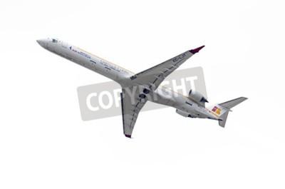 Fototapet Madrid, Spanien - 3 maj 2015: Flygplan -Bombardier Canadair CRJ-1000, av -Air Nostrum- flygbolag tar fart från Madrid-Barajas -Adolfo Suarez- flygplatsen, på 3 maj, 2015.