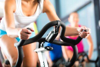 Fototapet Människor vid spinning i ett gym