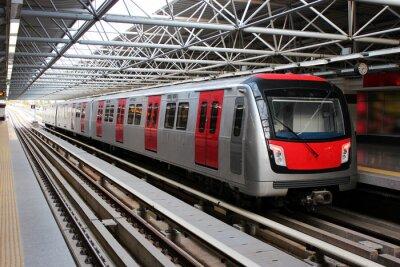 Fototapet Metro tåget vid tunnelbanestationen