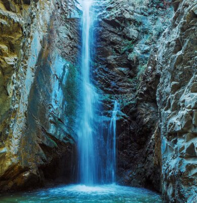 Fototapet Millomeris Vattenfall i Rock Cave, Troodosbergen