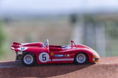 Fototapet Modell av en gammal tävlingsbil i solen