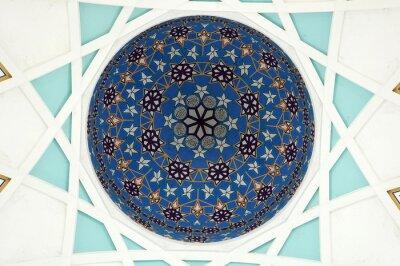 Fototapet Mönster inuti huvudkupolen i Sarawak State Mosque. Den största moskén för muslim i Sarawak-staten, östra Malaysia. Upprepning mönster design bas på islamisk geometri.