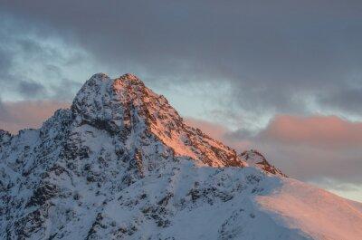Fototapet Mountain solnedgång panorama vinter i Höga Tatra - Swinica topp på polska - slovakiska gränsen