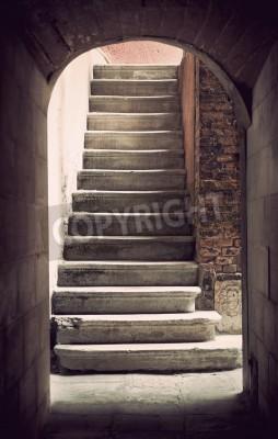 Fototapet Mystisk gammal tom trappa i sepia