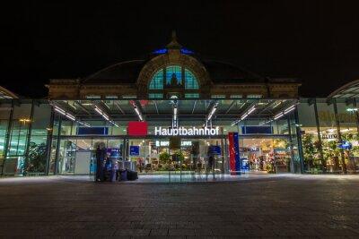 Fototapet Nachtaufnahme des Bahnhofes i Halle Saale