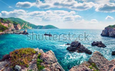 Fototapet Natursköna våren utsikt över Limni Beach Glyko. Fabulous morgon seascape i Joniska havet. Storslagen utomhusplats på Korfu ö, Grekland, Europa. Skönhet av natur begrepp bakgrund.