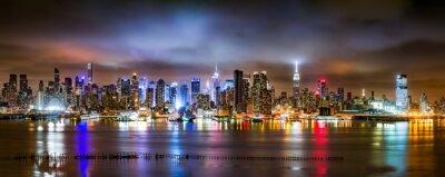 Fototapet New York panorama på en molnig natt sett från New Jersey över Hudson River