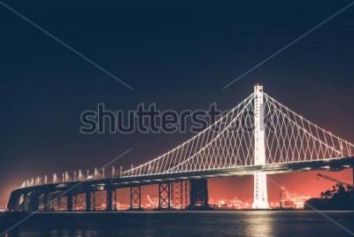 Fototapet Oakland Bay Bridge på natten. San Francisco - Oakland, Kalifornien, USA.