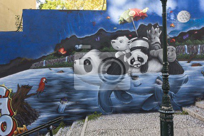 Fototapet Panda Graffiti i Lissabon, i Calcada do Lavra offentlig Street