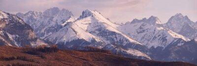 Fototapet Panorama över snöiga Tatrabergen på våren, söder Polen