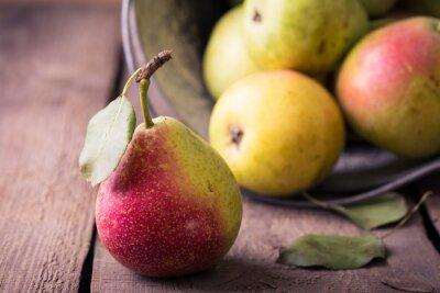 Fototapet päron på ett träbord