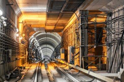 Fototapet Passerar ner tunnelbana tunnel