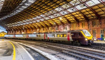 Fototapet Persontåg på Bristol Temple Meads järnvägsstation, England