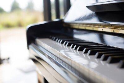 Fototapet piano är en musikinstrument det ett tangentbord och populär i ett barn.