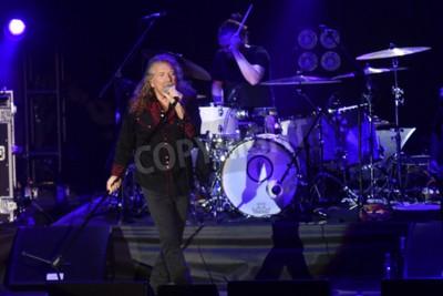 Fototapet PILSEN, TJECKISKA REPUBLIKEN - 27 JULI 2016: Den berömda engelska sångaren Robert Plant Under hans uppträdande i Pilsen, Tjeckien den 27 juli 2016.