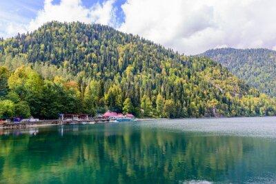 Fototapet Pittoreska Alpine Lake Ritsa, Abchazien.