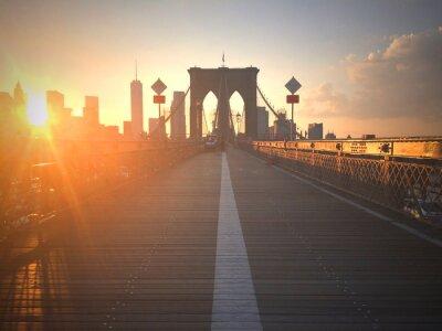Fototapet Ponte di Brooklyn al tramonto con vista di New York