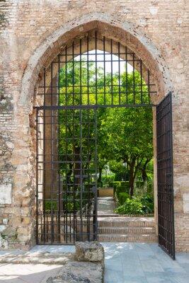 Fototapet Porten till trädgården i Alcazar i Cordoba