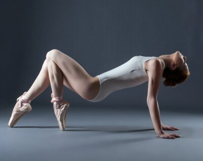 Fototapet Porträtt av emotionell Dansare pointes