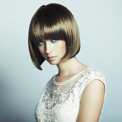 Fototapet Porträtt av vacker sensuell kvinna med elegant frisyr
