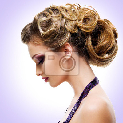 Fototapet Profil porträtt av kvinna med mode frisyr