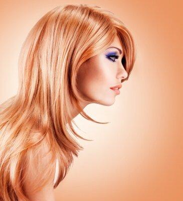 Fototapet Profil porträtt av vacker vacker kvinna med långa röda hår