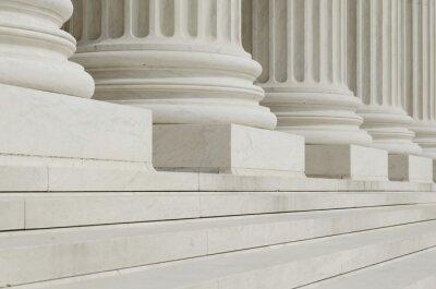Fototapet Raden av klassiska kolonner med steg