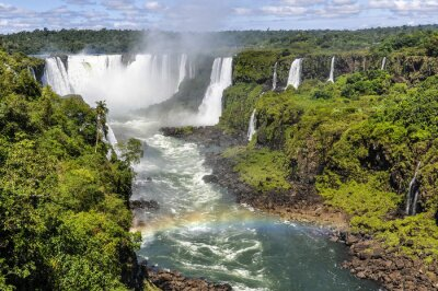 Fototapet Rainbow på Djävulsgapet på Iguazu Falls, Brasilien