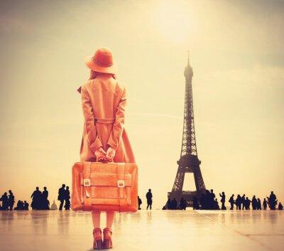 Fototapet Redhead flicka med resväska