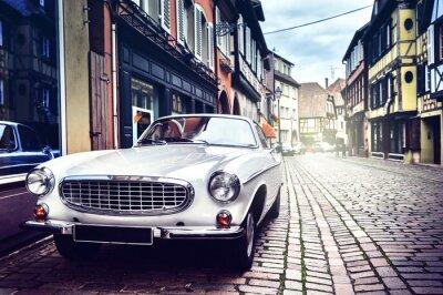 Fototapet Retro bil i gamla stadsgata