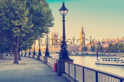 Fototapet Retro Foto Filter Effekt - Gatlampa på South Bank of Thames med Big Ben och Palace of Westminster i bakgrunden, London, England, Storbritannien