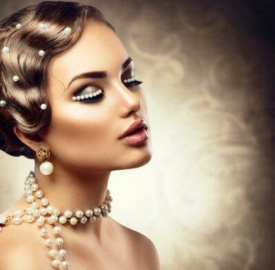 Fototapet Retro stil makeup med pärlor. Vacker ung kvinna porträtt