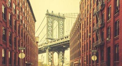 Fototapet Retro stiliserade Manhattan Bridge sedd från Dumbo, New York.