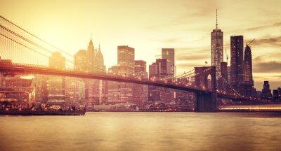 Fototapet Retro stiliserade Manhattan i solnedgången, New York, USA.