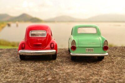 Fototapet Röd och grön leksak parkeringen par på väg